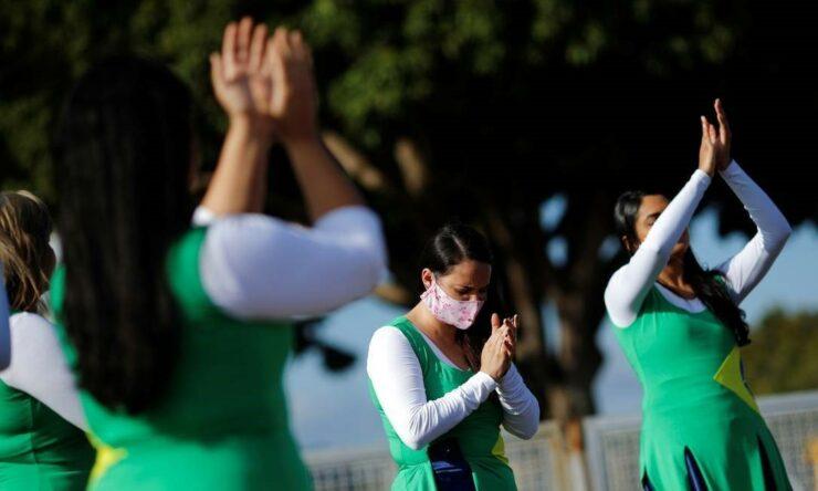 Em dia de jejum convocado por Bolsonaro, religiosos rezam em ...